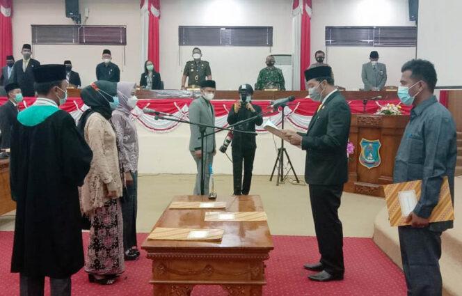 FOTO : Wakil DPRD Kabupaten Tanjung Jabung Barat Ahmad Jahfar, SH Saat Memimpin PAW Anggota DPRD Tanjung Jabung Barat Masa Jabatan 2019-2024, Selasa (02/02/21)