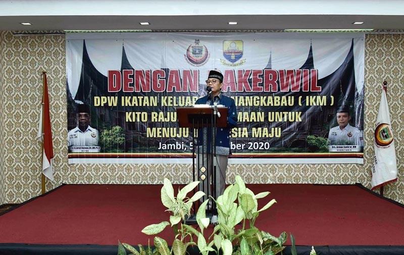 FOTO : Fachrori saat Membuka Rapat Kerja Wilayah Dewan Pimpinan Wilayah Ikatan Keluarga Minangkabau (Rakerwil DPW IKM) Provinsi Jambi Tahun 2020 di Hotel Shang Ratu, Jambi, Sabtu (05/09/20).