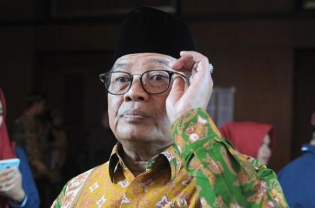 FOTO : Gubernur Jambi H. Fahrori Umar