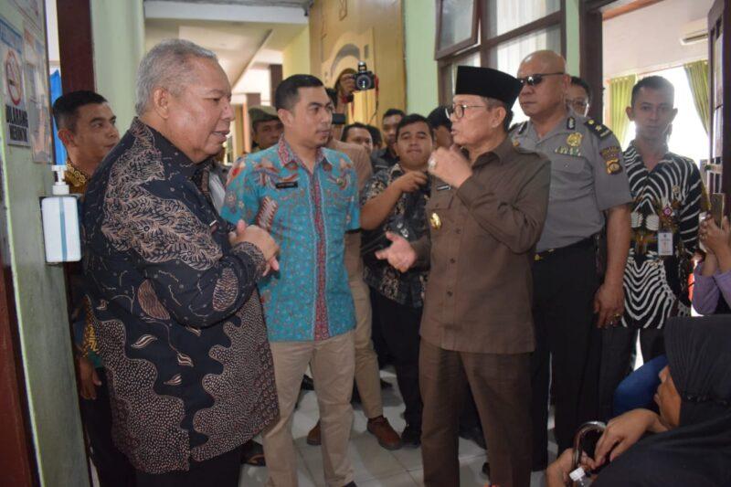FOTO : Gubernur Jambi Fahrori dan Bupati Safrial dan Rombingan di RSUD KH Daud Arif Kuala Tungkal, Kamis (26/09/19)
