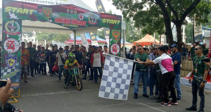 FOTO : Kasrem Letkol Arh Hary Sassono Utomo, SH Melepas Peserta Drag Bike Drag Race yang bertempat di Sirkuit Non Permanen Telanaipura, Kota Jambi, Sabtu (28/09/19)