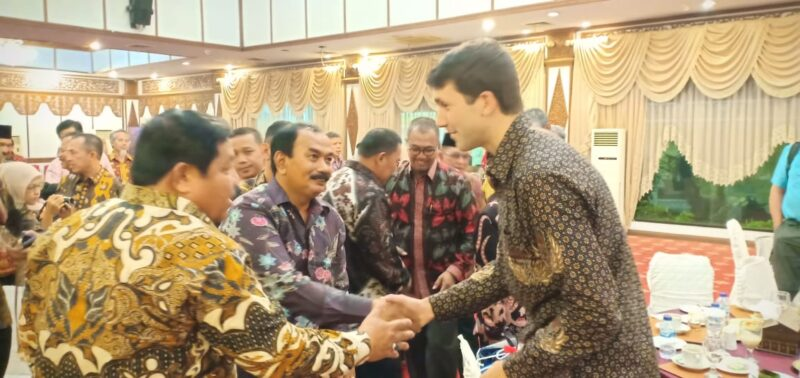 FOTO : Amir Sakib Hadiri Silaturahmi LSM Rikolto Belgia Di Rumah Dinas Gubernur Jambi, Jumat (11/10/19)