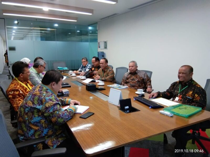 FOTO : Bupati Tanjab Barat, Dr. H Safrial Menghadiri Undangan SKK Migas di Kantor Pusat SKK Migas Jakarta, Jum'at (18/10/19)