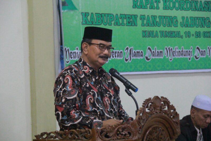 FOTO : H. Amir Sakib (tengsh) Saat Membuka Rapat Koordinasi Daerah MUI Kabupaten Tanjung Jabung Barat di Hotel Cahaya Kuala Tungkal. Sabtu (19/10/19)