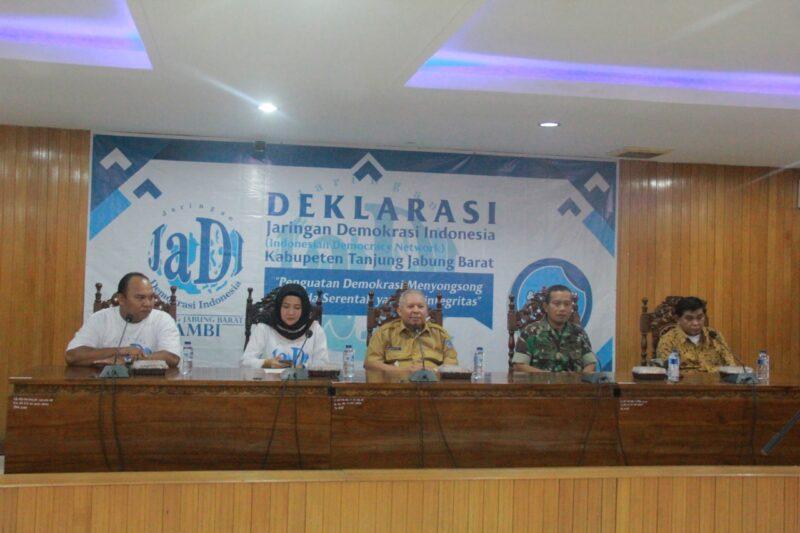 FOTO : Bupati Dr. Ir. H. Safrial, MS Saat Hadiri Deklarasi Pembentukan Pengurus Jaringan Demokrasi (JADI) Kabupaten Tanjung Jabung Barat di Ruang Pola Atas Kantor Bupati. Senin (21/10/19).