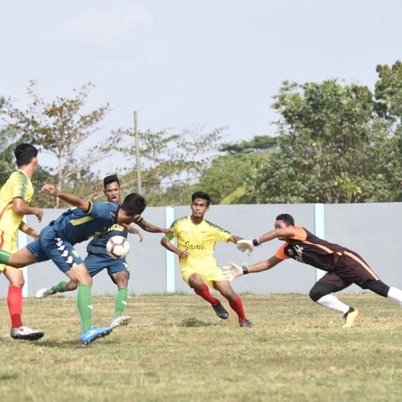 FOTO : Tim Sepak Bola Jambi saat Tanding dengan Riau di Bengkulu, pada Rabu, (30/10/19)