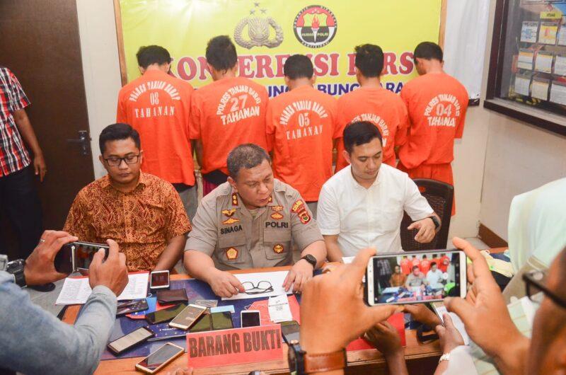 FOTO : Kapolres Tanjab Barat AKBP ADG Sinaga, S.IK saat Menggelar Pres Rilis sejumlah kasus di Mapolres, Jumat (01/11/19)