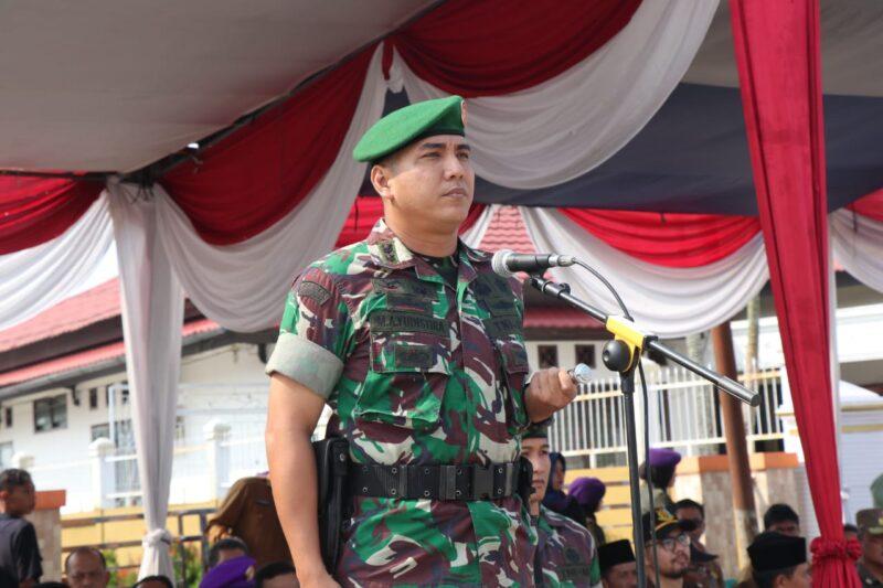 FOTO : Dadim 0419/Tanjab Letkol Inf Arry Yudistira, S.IP, M.I.Pol saat membuka Diksar Menwa Sultan Thaha Angkatan XIII tahun 2019 di Alun- alun Kuala Tungkal, Senin (4/11/19)