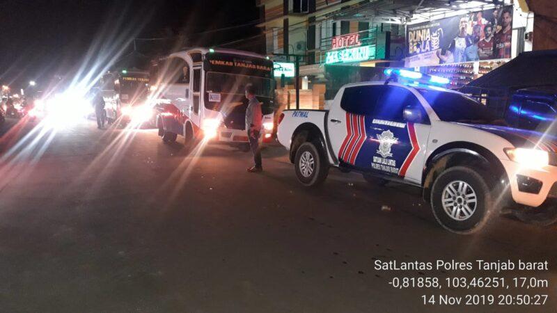FOTO : Kegiatan Keberangkatan Kontingen Kafilah MTQ Tanjab Barat Menuji Bungo di Halaman Hotel Masa Kini, Kamis (14/11/19) malam