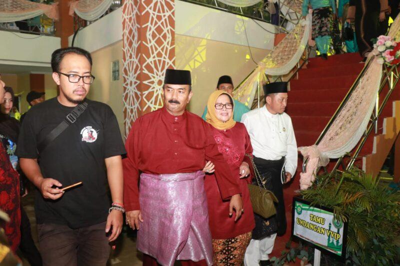 FOTO : Wakil Bupati Tanjung Jabung Barat, Drs. H. Amir Sakib Saat Hadiri Penutupan MTQ di Bungo, Kamis malam (21/11/19)