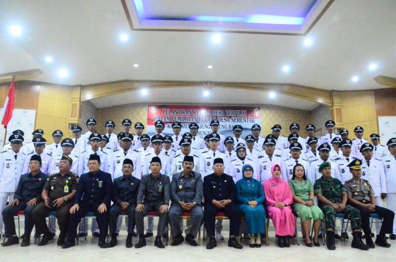 FOTO : Bupati Tanjung Jabung Barat, Dr. H. Safrial Bersama 56 Kades Terpilih hasil Pemilihan Kepala Desa (Pilkades) Serentak Gelombang III Usai Pelantikan di Balai Pertemuan Pemkab Tanjung Jabung Barat, Senin (25/11/19)