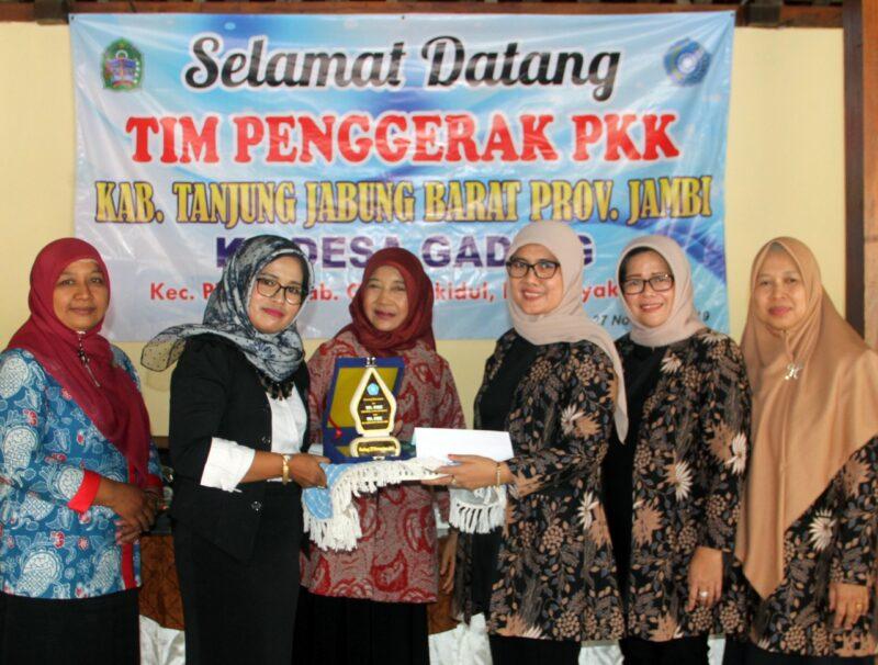 FOTO : Hj. Cici Halimah Safrial, SE Ketua Tim Penggerak PKK Kabupaten Tanjung Jabung Barat