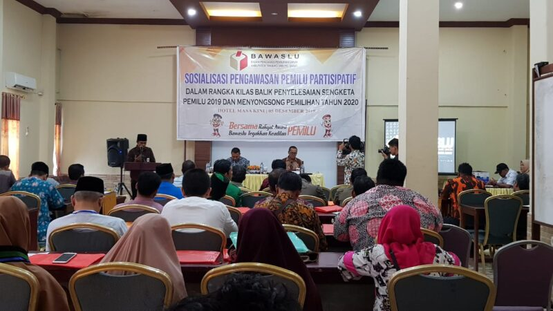 FOTO : Sosialisasi Pengawasan Partisipatif bagi Instansi Lembaga Terkait (ILT), LSM dan Media oleh Bawaslu Tanjung Jabung Barat di Hotel Masa Kini Kuala Tungkal, Kamis (05/12/19)