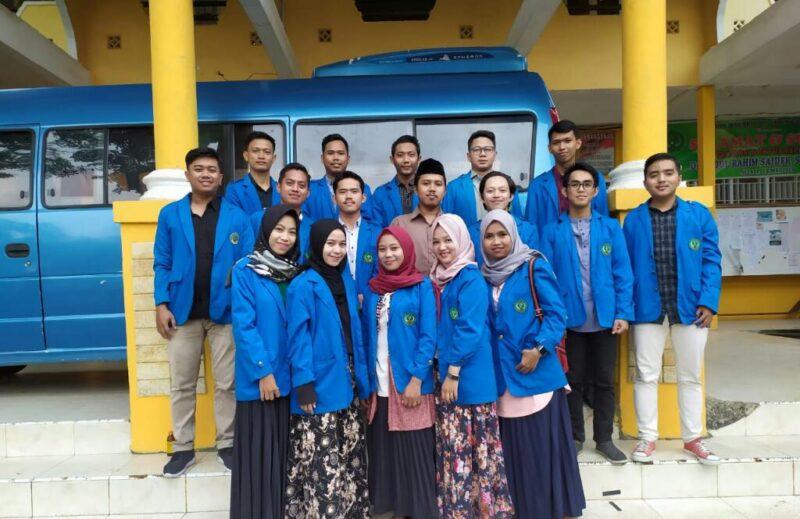 FOTO : Mahasiswa KKN Angkatan XXIII STAI An-Nadwah Kuala Tungkal Posko 19 Desa Parit 13 Pudin Kecamatan Pengabuan, Senin (09/12/19)
