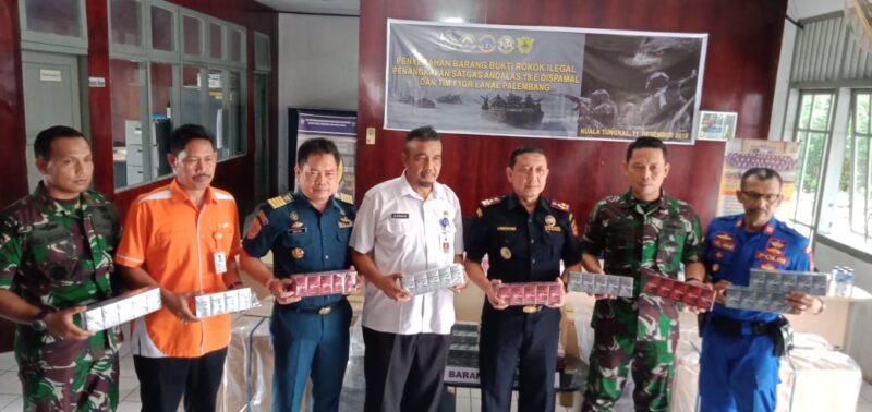 FOTO : Pres Rilis di Kantor Pelayanan Bea dan Cukai Tipe Madya Pabean B Jambi di Kantor Bea Cukai Kuala Tungkal, Rabu (11/12/19)