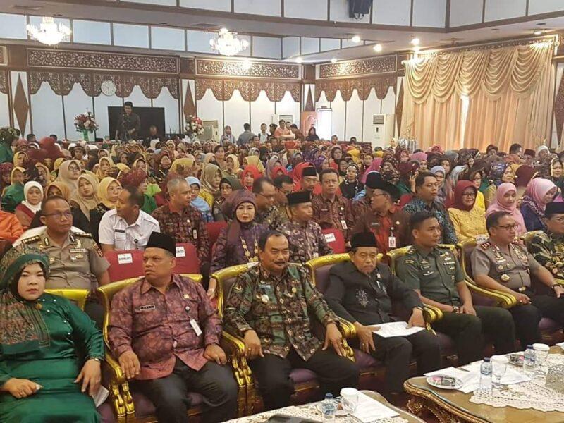 FOTO : Wakil Bupati Tanjab Barat H. Amir Sakib Peringatan Hari Ibu ke-91 tingkat Kabupaten Sleman di Auditorium Rumah Dinas Gubernur Jambi, Rabu (18/12/19)