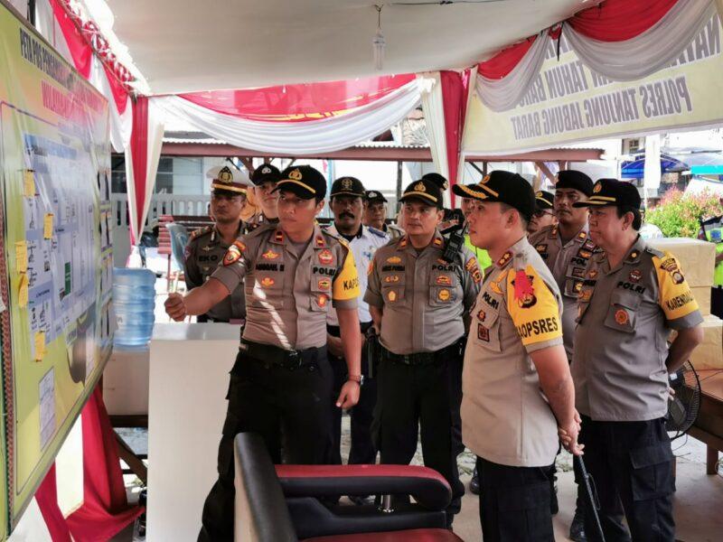 FOTO : Kapolres Tanjung Jabung Barat AKBP Guntur Saputro, SIK, MH Meninjau Pos Pengamanan Natal dan Tahun Baru di Pusat Kota Kuala Tungkal, Senin (23/12/19)