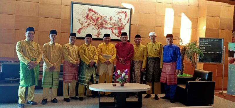 FOTO : Pengurus LAM Jambi Kabupaten Tanjung Jabung Barat Saat Silaturrahmi ke LAM Jambi Kota Jambi Tanah Pilih Pusako Betuah, Selasa (24/12/19)