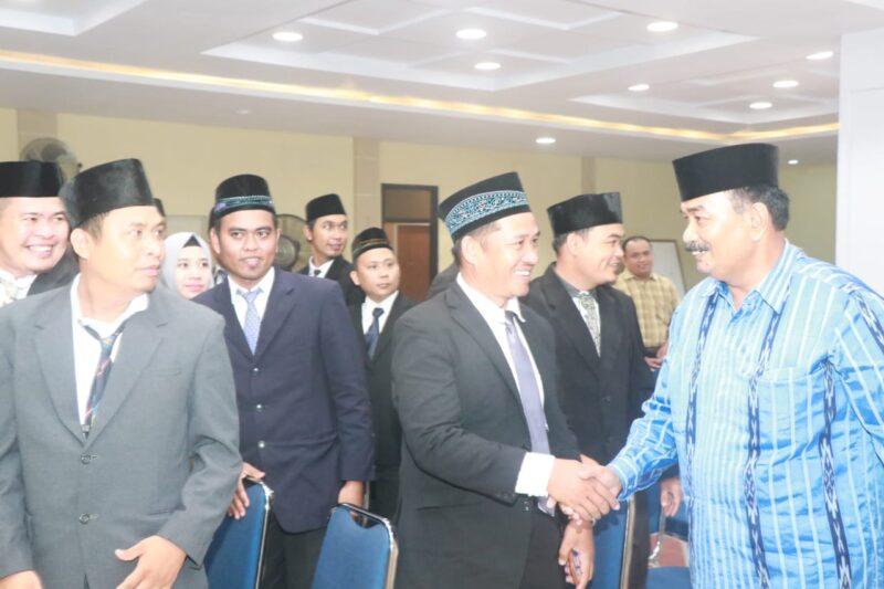 FOTO : Ketua Bawaslu Kabupaten Tanjung Jabung Barat Hadi Siswa, S.Pd.I Saat Melantik 39 Anggota Panwascam di Hotel Rivoli Kuala Tungkal, Selasa (24/12/19).