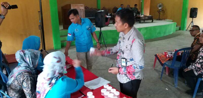 FOTO : Sosialisasi P4GN dan Tes Urine ASN, kades dan aparatur desa di Kecamatan Muaro Papalik Kabupaten Tanjung Jabung Barat, Kamis (26/12/19)
