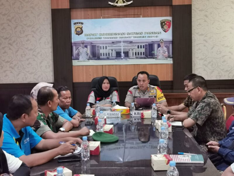 FOTO : Kegiataan Rakor Satgas Pangan Kababupaten Tanjab Barat di Aula Rapat Mapolres, Jumat (27/12/19)