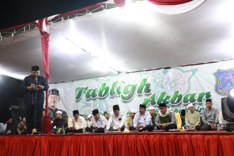 FOTO : Bupati Dr. H. Safrial Sambutan Acara Pergantian Tahun Baru 2020 di Alun-Alun Kota Juala Tungkal Kabupaten Tanjab Barat, Selasa malam, (31/12/19)