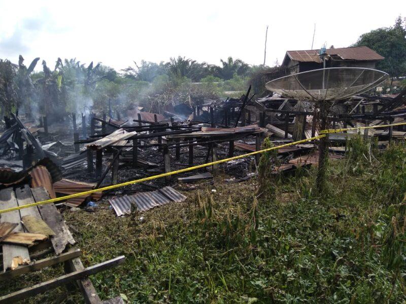 FOTO : Puing Rumah Bedeng yang Terbakar pada Rabu (01/01/20) sekitar dinihari pukul 02.30 WIB/dok. Kecamatan Betara