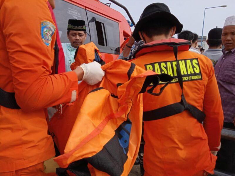 FOTO : Evakuasi Diduga Jasad Zulfan di Pelabuhan WFC