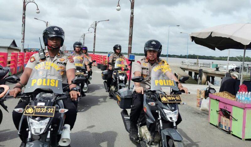 FOTO : Kapolres Tanjab Barat AKBP Guntur Saputro, SIK, MH Menggunakan Sepeda Motor Melakukan Patroli dialogis dengan Sasaran Obyek Vital seperti Bank dan Pelabuhan, Kamis (30/01/20)