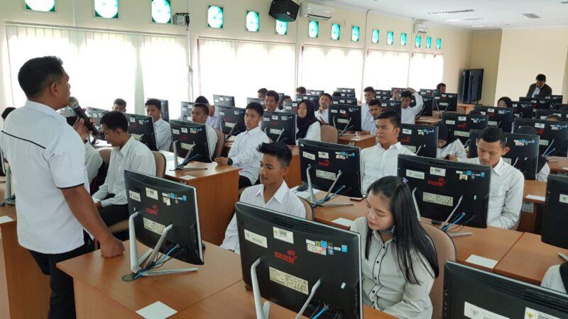 FOTO : Ilustrasi Ujian SKD di Ruang CAT Kantor UPT BKN Jambi, Senin (14/05/18)