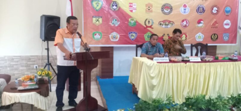 FOTO : AlSyarifuddin, SE saat Pembukaan Musyawarah Olahraga Kabupaten (Musorkab) KONI Tanjab Barat Tahun 2020 di Hotel Masa Kini Kuala Tungkal, Kamis (06/02/20).