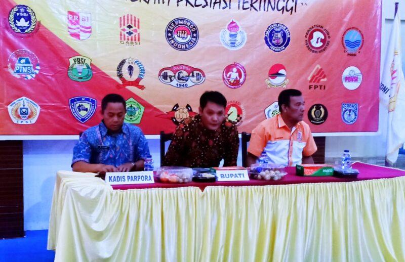 FOTO : Asisten I Hidayat, SH, MHvSaat Membuka Musyawarah Olahraga Kabupaten (Musorkab) KONI Tanjab Barat Tahun 2020 di Hotel Masa Kini Kuala Tungkal, Kamis (06/02/20).