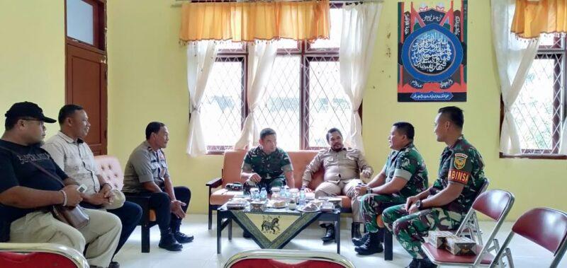 FOTO : Camat Tebing Tinggi M. Ardiansyah SE bersama Dandim 0419/Tanjab Letkol Inf Erwan Susanto, S.IP di Kantor Kecamatan Tebing Tinggi, Selasa (18/02/20)