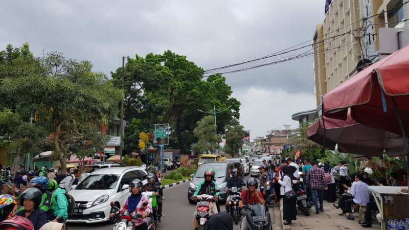 FOTO : Kondisi Jalan Depan BW Luxury Kota Jambi, Rabu (19/02/20) pukul 14.4 WIB