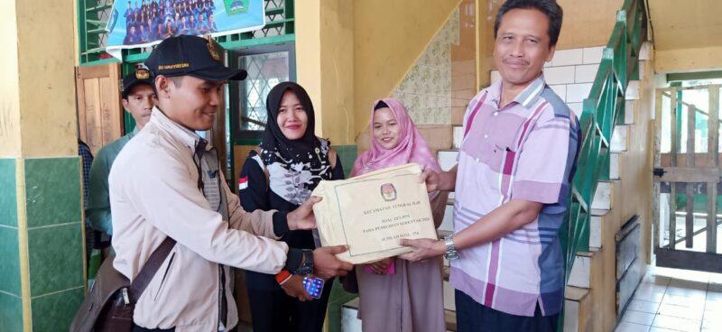 FOTO : Pelaksanaan Tes Tertulis Calon Panitia Pemungutan Suara (PPS) untuk Pilkada 2020 Kecamatan Tungkal Ilir di SMP Negeri 2 Kuala Tungkal, Minggu (01/03/20)