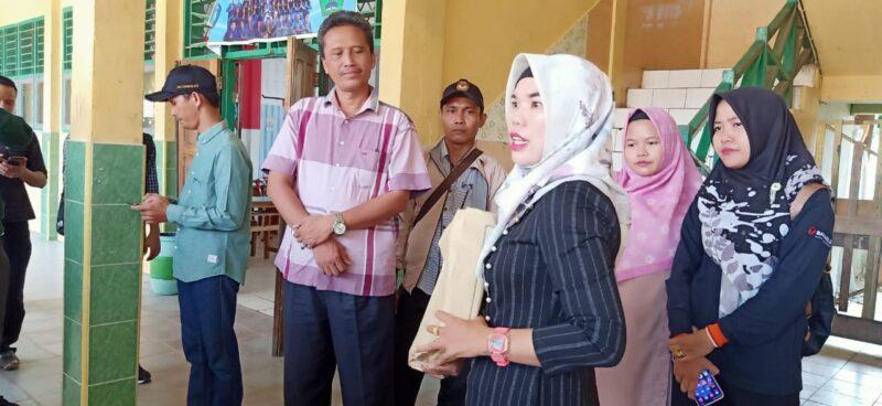 FOTO : Ketua KPU Saat Pantau Calon PPS Tahap Pertama Ujian Tertulis pada Minggu 1 April 2020