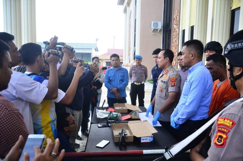 FOTO : Kapolres Tanjab Barat, AKBP Guntur Saputro, S.IK, MH Saat Pres Ril8s Kepada Awak Media di Mapolres, Selasa (10/03/20).