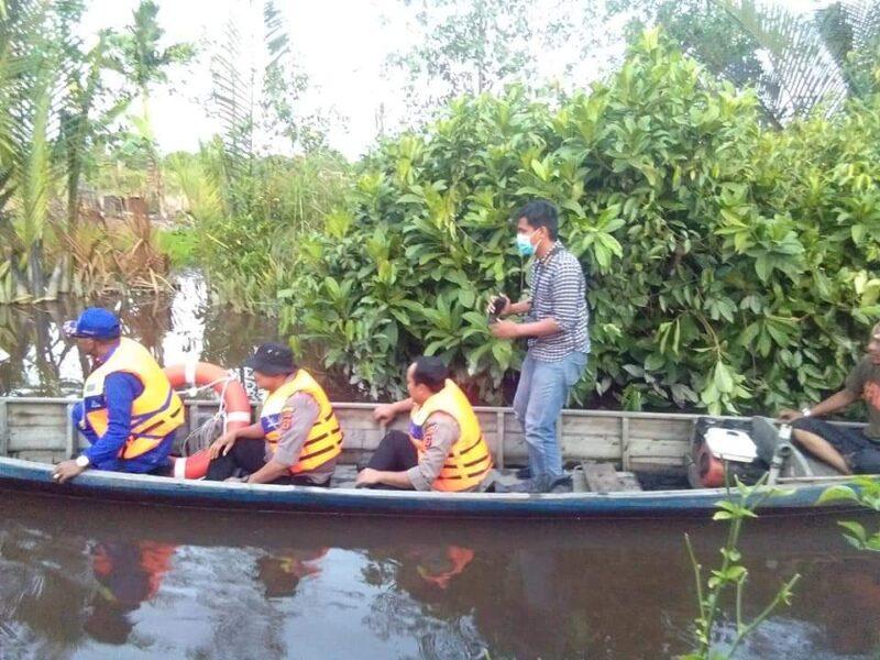 FOTO : Kapolres Tanjab Barat AKBP Guntur Saputro, SIK, MH Saat Turut Serta Mepakukan Pencarian Korban, Sabtu (28/03/20)