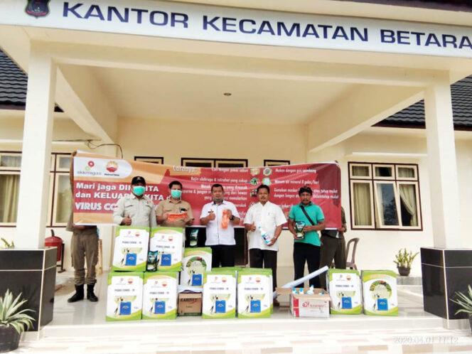 FOTO : Acara Sereh Terima Bantuan Alat Semprot Disinfektan oleh Camat Betara Tony Ermawan Putra, S.STP, MSi, Rabu (01/04/20).