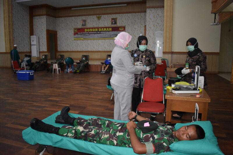FOTO : Pelaksanaan Bhakti Sosial Donor Darah di Makorem 042 Gapu Jambi, Jumat (03/04/20)