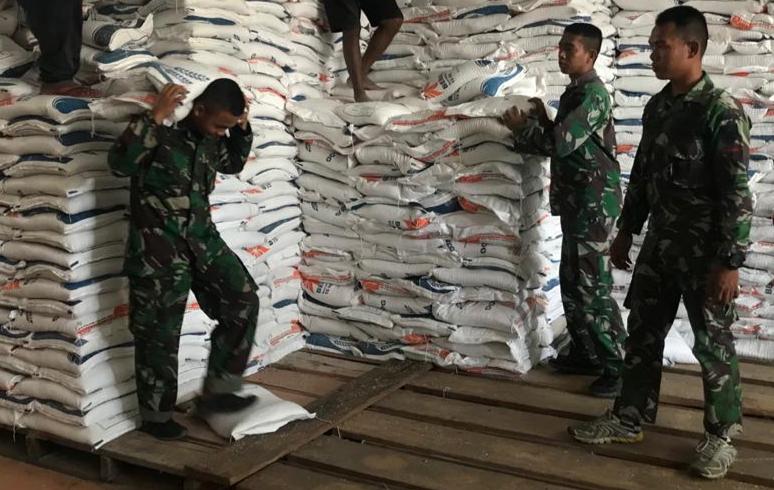 FOTO : Dokumen Pengiriman Logistik Satgas Yonif Raider 142 KJ, Kamis (09/04/20)