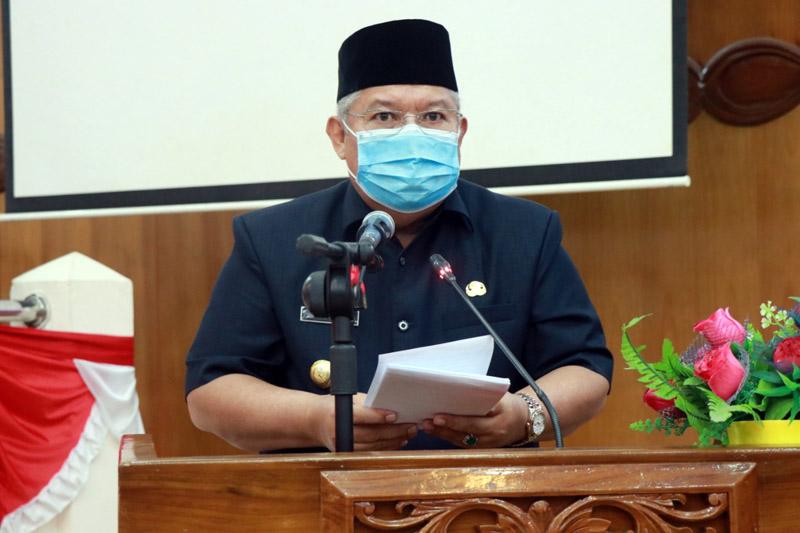 FOTO : Bupati Tanjab Barat Dr. Ir. H. Safrial MS