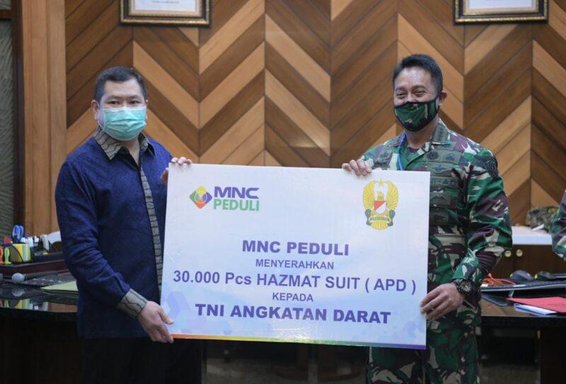 FOTO : Kasad Jenderal TNI Andika Perkasa Menerima Bantuan 30.000 Alat Pelindung Diri (APD) dari MNC Peduli Hary Tanoesoedibjo, Rabu (29/04/20)