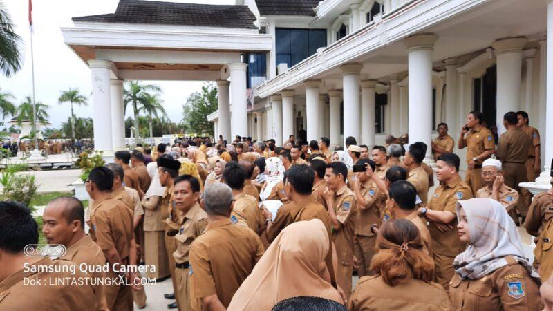 FOTO : ASN Pemkab Tanjab Barat Pada Upacara Gabungan, Senun Tanggal 9 Maret 2020. (Ilustrasi Berita)