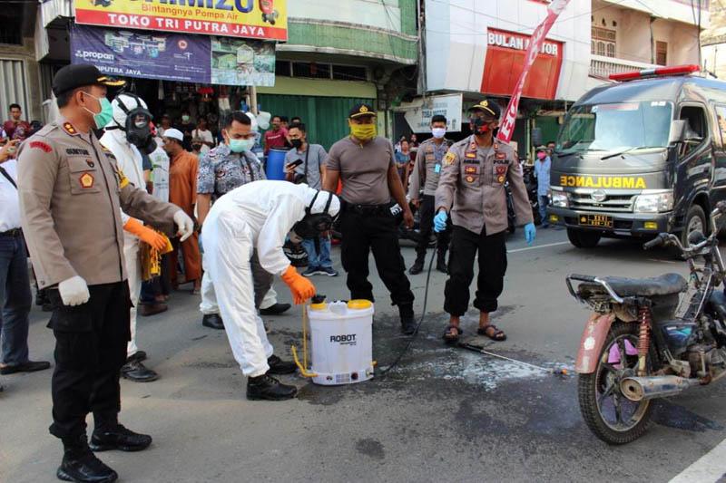 FOTO : Kapolres Tanjab BArat AKBP Guntur Saputro dan Petugas Berada di TKP, Kamis (14/05/20)
