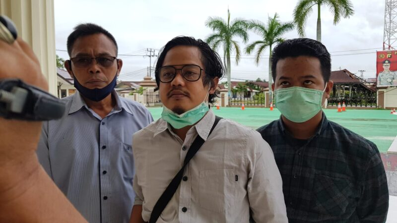FOTO : Ketua HNSI Tanjab Barat Sufrayogi Syaipul, S.IP Saat Diwawancarai usai Melakukan Mediasi dan Pendampingan pada Pelaku HB di Mapolres Tanjab Barat, Rabu (27/05/20).
