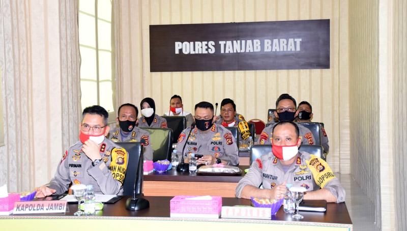 FOTO : Kapolda Jambi Irjen Pol Drs. Firman Shantyabudi, M.Si dan Kapolres Tanjab Barat AKBP Guntur Saputro, SIK, MH