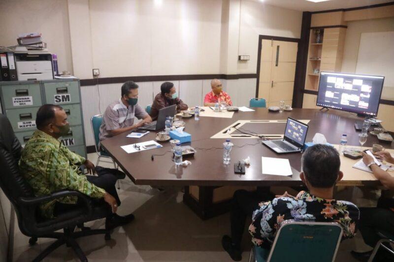 FOTO : Wakil Bupati Tanjung Jabung Barat, Drs. H. Amir Sakib Saat Mengikuti Rapat Koordinasi Persiapan Pelaksanasn Pilkada Serentak 2020 di tengah Pandemi COVID-19, Jumat (05/06/20).