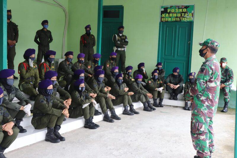 FOTO : Resimen Mahasiswa (Menwa) Sultan Thaha Jambi Mengikuti Pelatihan sebagai Relawan dalam Penanganan Covid-19 di Kodim 0419/Tanjab, Rabu (17/06/20).