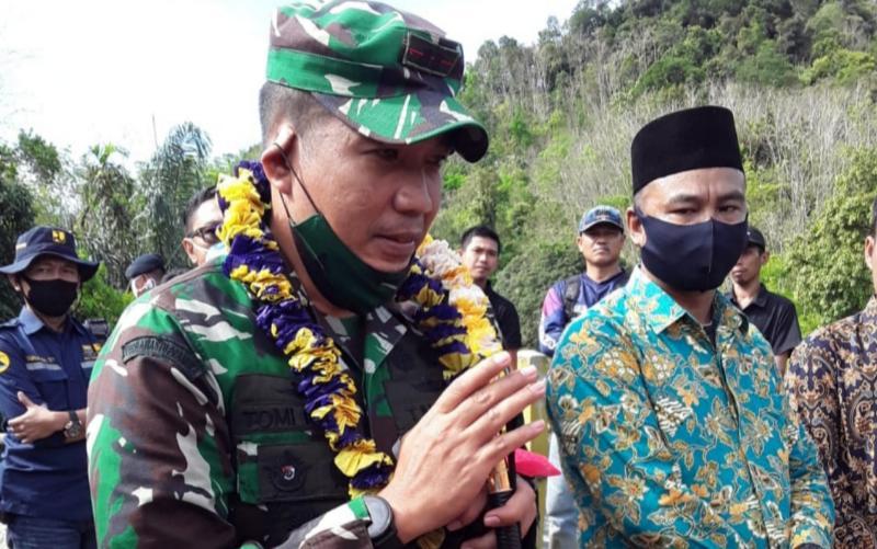 FOTO : Komandan Korem 042/Gapu Brigadir Jenderal TNI M. Zulkifli saat Kunjungi Koramil 420-01/Batang Asai, Sarolangun, Jum'at (19/06/20).